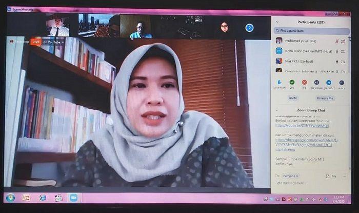 Direktur PKTJ Tegal, Dr. Siti Maimunah saat webinar MTI